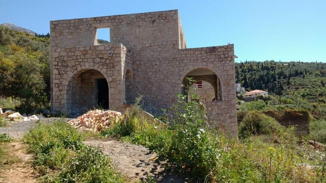 Half- finished detached house - 130.000 euro