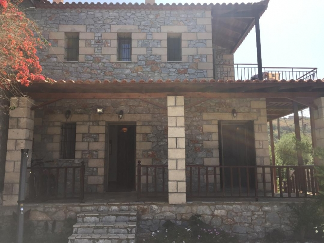 Semi detached stone house - 160.000 euro