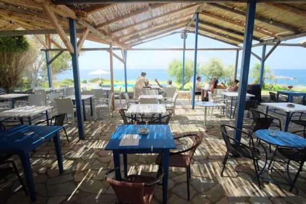 Taverna and apartments 'Maniatiko', €1,499,000